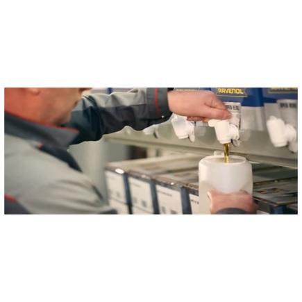 Удобный слив масла RAVENOL в упаковке Bag in Box